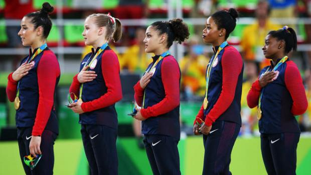 587768194-gabby-douglas-rio-national-anthem
